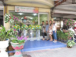Isan Flowers Shop 3 and Team