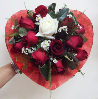 11_Red_and_1_White_Chinese_Roses_in_Fabric_Heart_-_Round_Bouquet