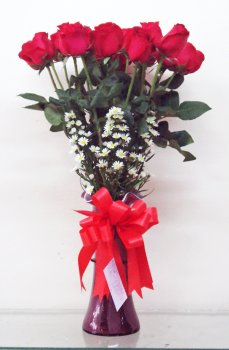 18_Fresh_red_chinese_roses_with_white_aster_in_vase