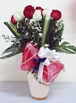 21_Fresh_Red_and_White_Chinese_Roses_with_Greens_in_Vase