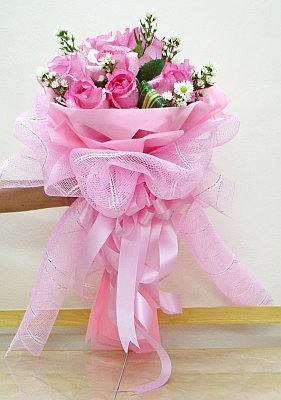 9_pink_chinese_roses_round_bouquet
